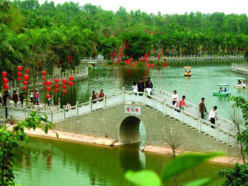 趣园是广东茂名森林公园的园中园